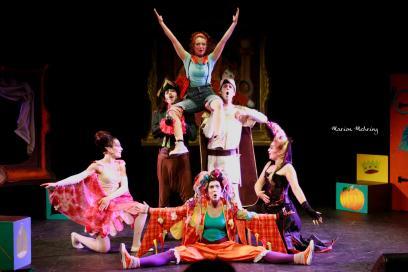 Charlie (Ludmilla Coffy), Le Capitaine Crochet (David Bescond), Le Prince (Aurélien Métral), La Fée Clochette (Lysiane Clément), Carabosse (Emmanuelle Mehring), Doudou (Maud Roussel)